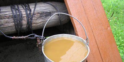 Почему в колодце желтая вода?