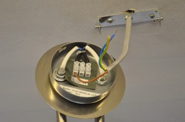 Подсоединение люстры с тремя проводами