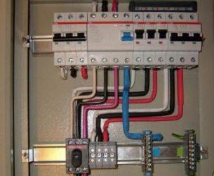 Как правильно расключить автоматы в щитке?