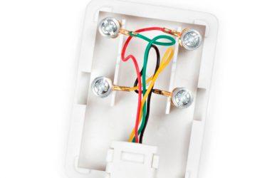 Как подключить домашний телефон к розетке?