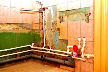 Как поменять трубы в ванной самому?