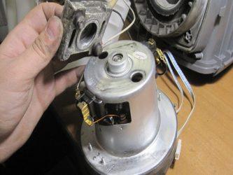Почему искрит двигатель пылесоса?
