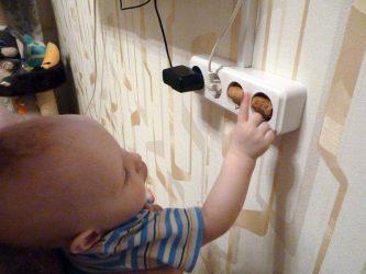 Как спрятать розетку от ребенка?