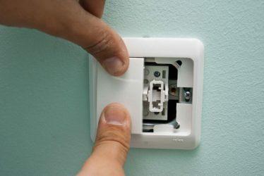 Разборка выключателя света в квартире