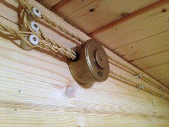 Внешняя проводка в деревянном доме
