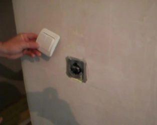 Как снять розетку со стены?
