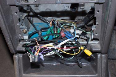 Как найти плюс в проводке автомобиля?