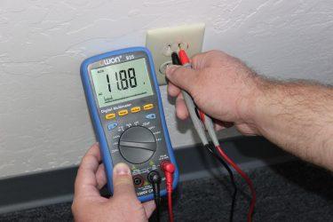 Как измерить силу тока мультиметром в розетке?